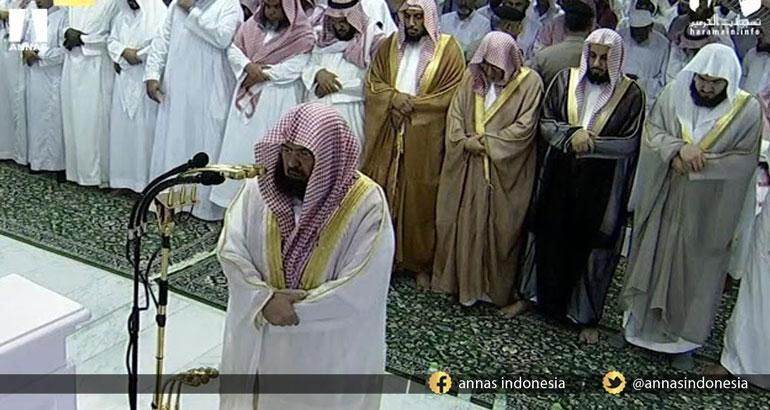 USAI SHALAT SYAIKH SUDAIS INGATKAN JAMAAH SAMBIL MENANGIS, ALASANNYA BIKIN KITA TERTAMPAR