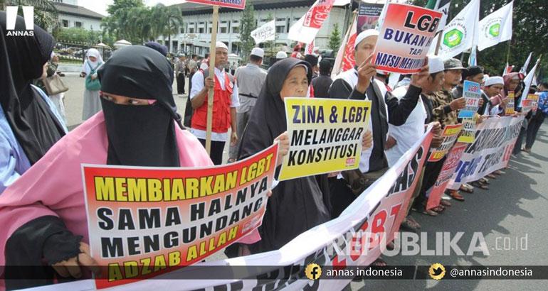 ICMI : Kalau LGBT Itu HAM, Mengapa Semua Agama Melarangnya?
